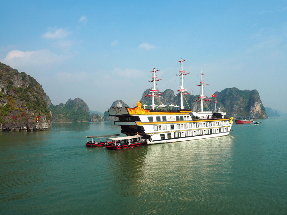Dragon Legend Cruise in Bai Tu Long Bay