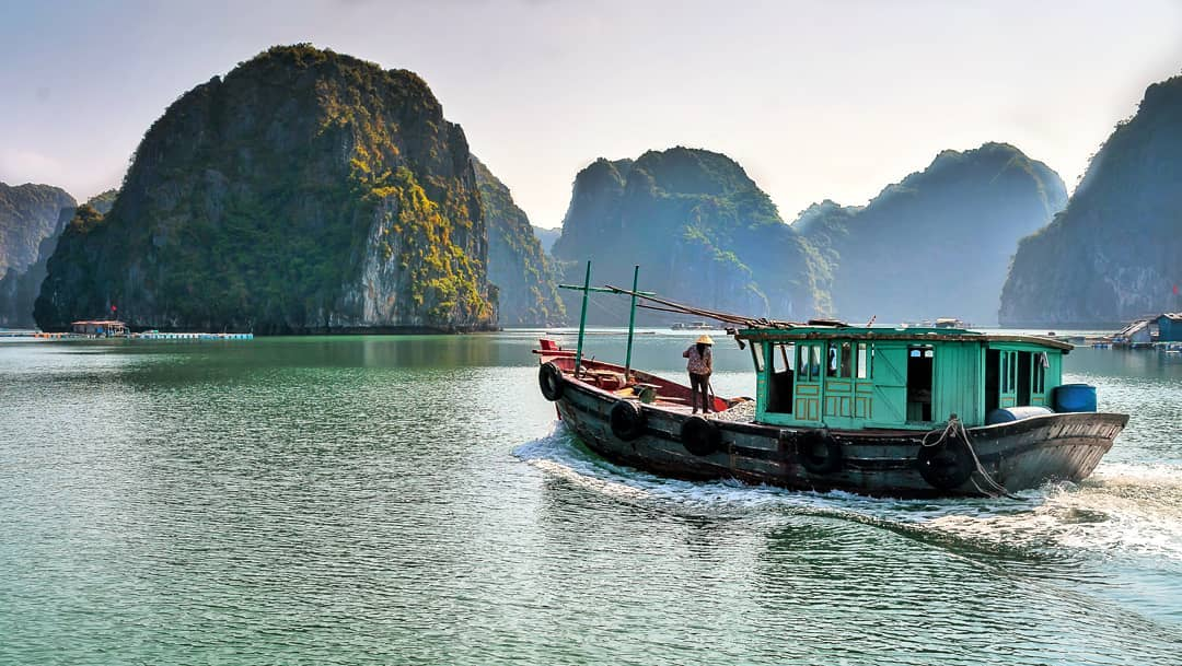 Get to Viet Hai village from Lan Ha Bay by boat