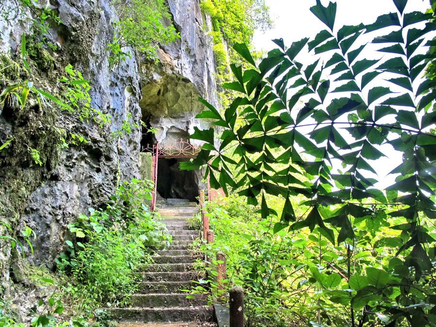 Trung Trang Cave in Cat Ba Island