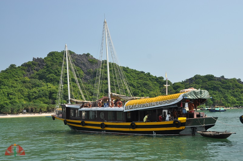 Catba Sailing Junk Lan Ha Bay
