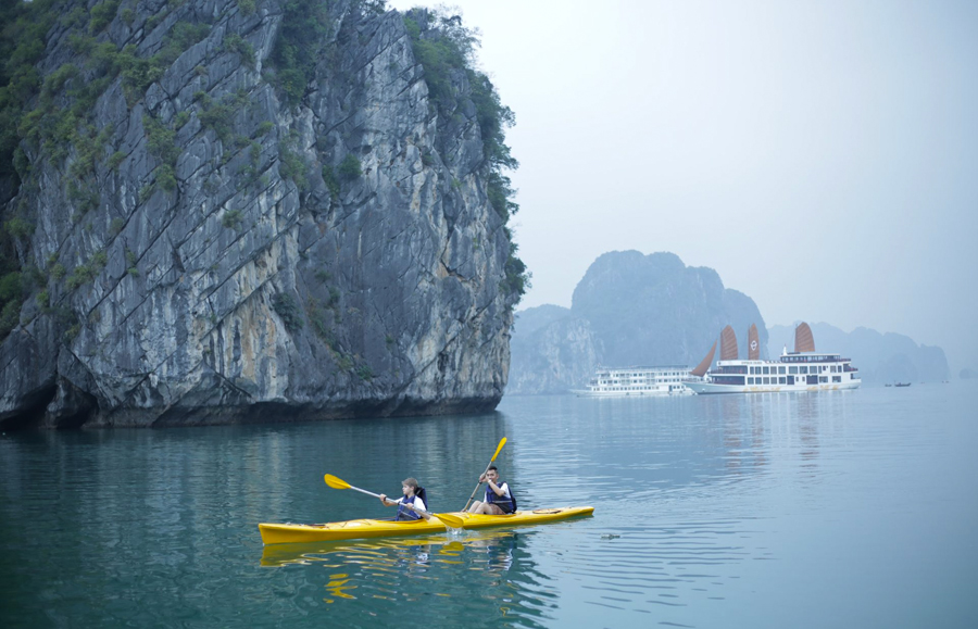 Enjoy Halong Bay Kayak Tour