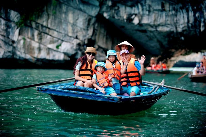 Travel with kids to Halong Bay