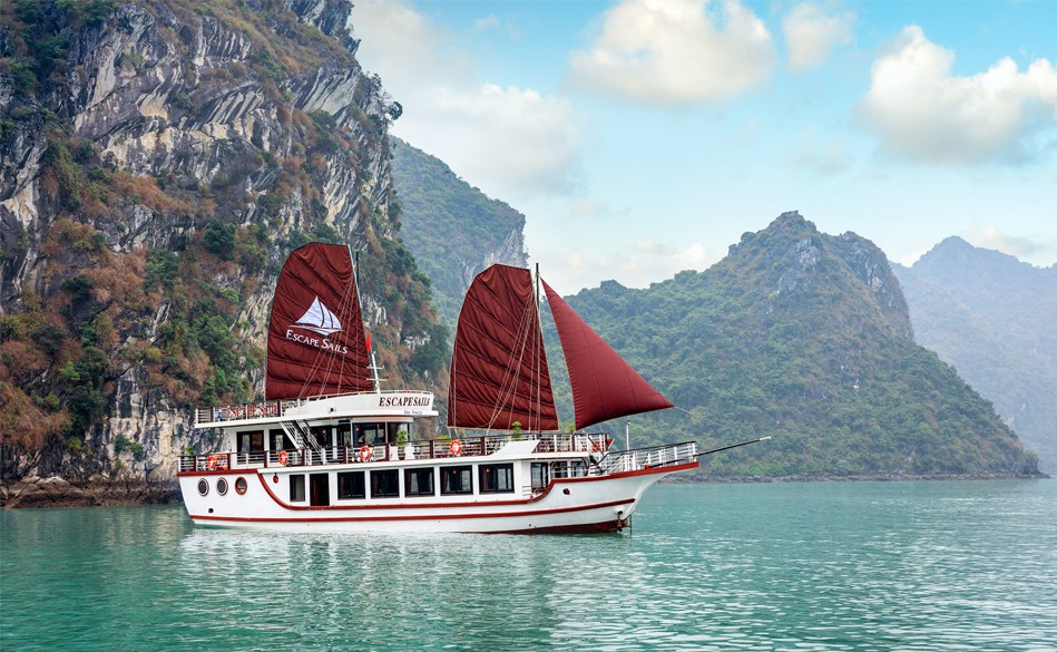 Escape Sails Luxury Day Cruise in Lan Ha Bay