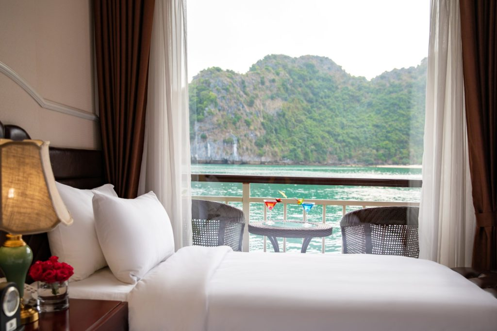 Dora Cruise Lan Ha Bay 3 Days 2 Nights